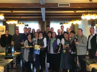 Bei der Bezirkssitzung der Dorfwirte im GH Stadtegger gab es Köstliches zu genießen.