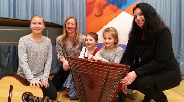 Schülerinnen der LMS Kitzbühel & Umgebung mit Natalie Slechta, Valentina Berger, Sarah Heintschel mit Lehrerinnen Andrea Ecker und Daniela Schablitzky.