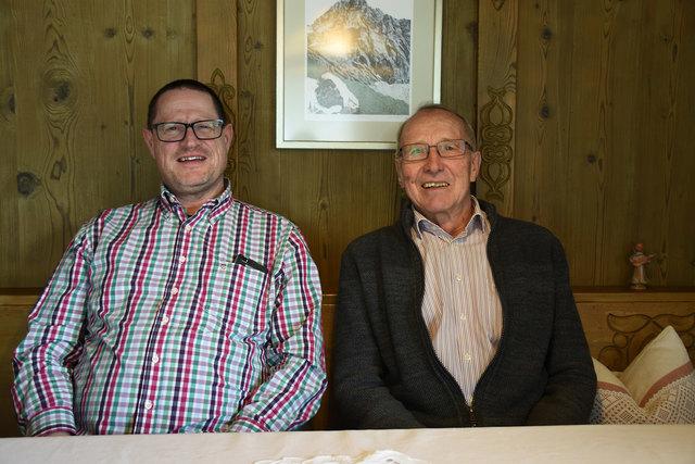 Stehen in laufender Verbindung: Chronist Sieghard Schöpf (links) mit seinem Vorgänger Pius Amprosi.