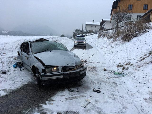DerLenker dürfte bei diesem Unfall Glück gehabt haben - er erlitt keine schweren Verletzungen.