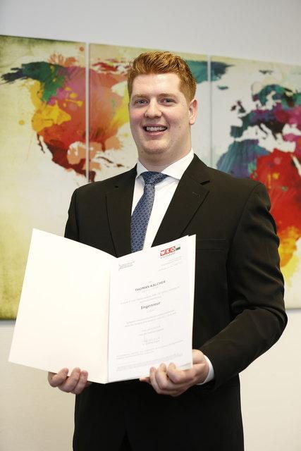 """Thomas Kalcher hat als 100. Kandidat sein """"Zertifizierungsgespräch"""" zum Ingenieur absolviert."""