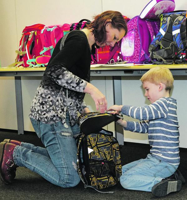 Die richtige Schultasche soll mit dem Kind mitwachsen, Tragekomfort bieten und zur Sicherheit beitragen.