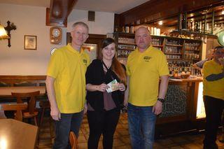 Von links: Bürgermeister Erich Traxler, Gewinnerin Simone Affenzeller, ÖAAB-Obmann Konrad Glasner.