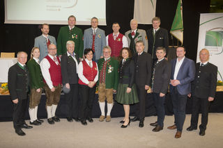 Der Vorstand des Musikbezirkes Feldbach mit Ehrengästen in der Jahreshauptversammlung in Fehring.
