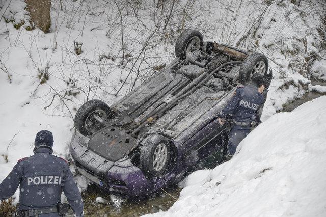 Beim Absturz wurde die Lenkerin dieses Fahrzeuges unbestimmten Grades verletzt!