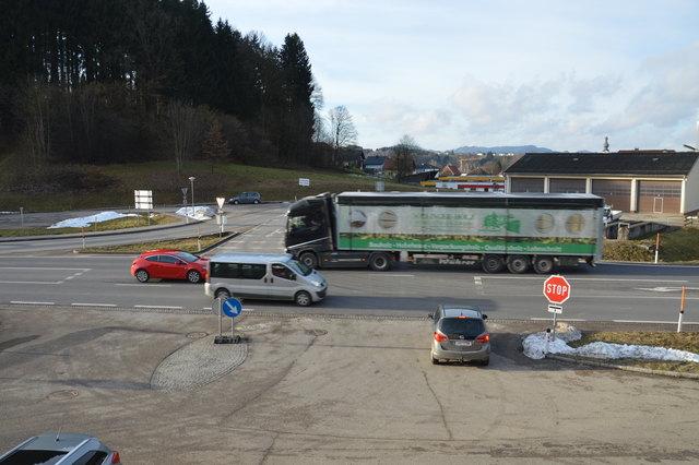 """An der """"Bum-Kreuzung"""" der Wiener Straße mit der Frankenburger Straße passieren immer wieder Unfälle."""