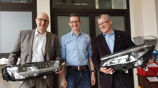Übergabe von ZKW-Scheinwerfern an die HTL als Unterrichts- und Lehrwerkstückev.l.n.r.: Dir. Rebhandl, Mag. Schirmann, Dr. Mevec