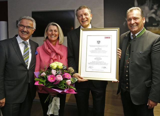 Klaus Richler (mit Urkunde), Theresa Rebernig, Günter Burger (re.)