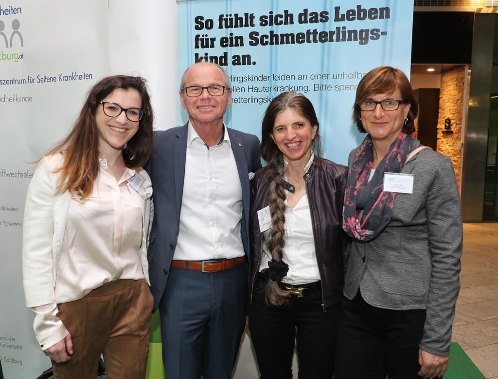 Tag der seltenen Erkrankungen im Europark Salzburg LHStv. Christian Stöckl  am Stand der Schmetterlingskinder