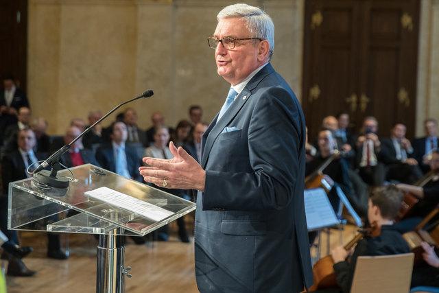 Alfred Riedl bei seiner Rede vor 200 Gästen im Palais Niederösterreich.