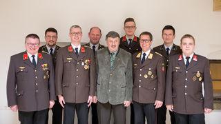 von li.: Johann Hinterleitner (neu), Erwin Palmetshofer, Martin Klammer (neu), Martin Fenster, Bürgermeister Josef Wiesinger, Stefan Leimhofer, Bezirkskommandant Josef Lindner, Helmut Haider und Rudolf Hinterkörner (neu).