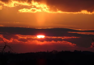 """""""Der Himmel brennt"""", so  könnte die Überschrift zu diesem tollen Sonnenuntergang in Oberndorf lauten."""