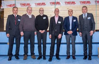 """Hannes (l.) und Stefan Theurl (r.) mit den Vortragenden von """"HOLZVERBINDET 2018""""."""