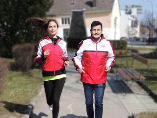 Fit beim Laufen: Jutta Porics und Landtagspräsident Christian Illedits