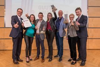 Gemeinsam mit WKO-Obmann Reinhard Stadler (l.) und WKO-Leiter Franz Tauber (r.) überreichte WKOÖ-Präsidentin Doris Hummer (2. v. r.) die GUUTE Awards an Johann Schütz (3. v. r., Eidenberger Alm), Julia und Thomas Mayr (2. u. 3. v. l., Fahrschule Mayr Gallneukirchen) sowie Birgit Wolfmair (Mitte, Wolfmair Beschichtungs Ges.m.b.H, Goldwörth).