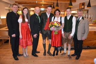 Familie Prettenhofer freut sich über die Fertigstellung der neuen Gaststätte.