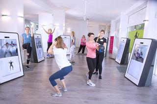Effiziente Trainingseinheiten führen zu Muskelaufbau - und der hilft durch erhöhten Kalorienverbrauch beim Abnehmen.