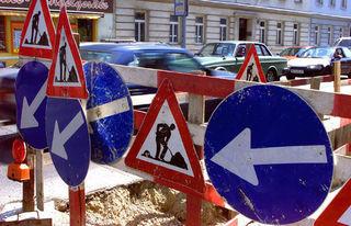 Auf der Schüttelstraße sind derzeit an zwei Stellen Fahrstreifen gesperrt (Symbolbild).