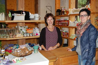 Tee-Kalender: Monika Oberlojer (li.) gibt Tipps
