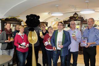 Regionale Produzenten besuchten die Adler Apotheke am Stadtplatz in Wels und stellten ihre neuen Produkte vor.