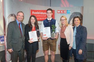 Stefan Planitzer (Mitte) und Ulrike Gautsch (2.v.li) nahmen die Ehrungen entgegen. Überreicht von WKO-Chef Leitl, BM. Dr. Margarete schramböck und Bundesspartenobfrau Scheichlbauer-schuster (v.li).