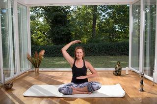 """Angelika Ahrens zeigt mit ihrer """"Belastbar & fit""""-Methode, wie man in wenigen Minuten neue Energie tanken kann."""