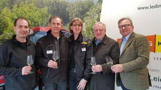 Bgm. Karl Wratschko, WKO RgStL. Josef Majcan und GR Christian Wagner (re) gratulierten Berta und Helmut Ledinegg zur gelungenen Veranstaltung.