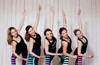 Yogalicious: Marion Rebernik, Sabine Markut, Sandra Sabitzer, Marie Eppers und Melanie Spiess werden im Yogalicious-Studio die Asanas (Yoga-Übungen) rocken