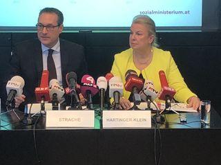 Strache und Hartinger-Klein: Die AMS-Mitarbeiter sollen künftig mehr Kontakt zu den Betrieben halten, um besser über die Bedürfnisse der Wirtschaft informiert zu sein.