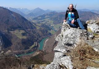 Von der Felskanzel des Falkensteins geht's tief zur Enns hinunter.