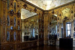 Gold, Verzierungen und Spiegel, Spiegel, Spiegel zur Vervielfachung der Pracht