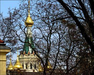 Ich meine natürlich den Baum, dessen Laub normalerweise unsere Russisch-Orthodoxe Kirche vor unseren Blicken verbirgt.