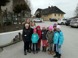 Landjugend - Leiterin (Sarah Nenning) der Ortsgruppe Perg und kleine Gäste.