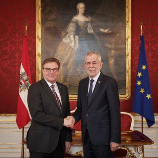 LH Günther Platter und Bundespräsident Alexander Van der Bellen bei der Angelobung in der Wiener Hofburg.