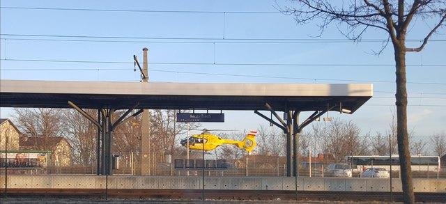 Der Rettungshubschrauber kam am Mistelbacher Bahnhof zum Einsatz.