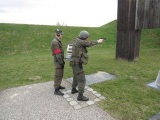Die militärischen Schussübungen sind genau geregelt, gesichert und protokolliert.