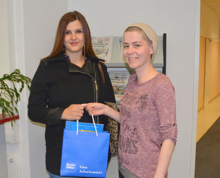 links: Gewinnerin Julia Bauer, rechts: Kreative Johanna