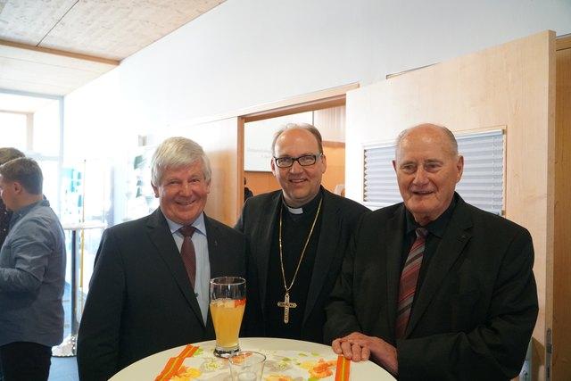 Hermann Glettler (Mitte) mit Dekan Franz Neuner (li) und Alt-Dekan Mons. Ernst Pohler.