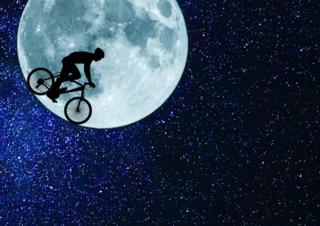 """Mit der Aktion """"Mondfahrt auf Erden"""" sind Radfahrer in Bremen aufgerufen, gemeinsam 720.000 Kilometer in sechs Monaten zu fahren."""