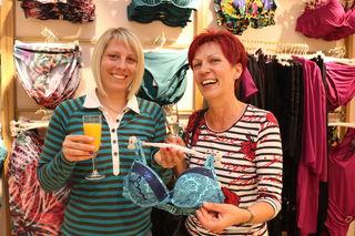Geschäftsnachbarinnen gratulierten - Evelyn und Franziska Meyer (Kunsthandwerk Meyer)