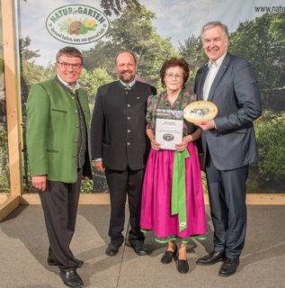 Reinhard Kittenberger, Kurt und Erika Pascher (Schaugarten Pascher aus Raabs) und Landesrat Martin Eichtinger.