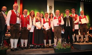 Zahlreiche Musiker wurden für langjährige Mitgliedschaft geehrt.