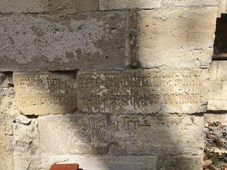 Inschrift auf der Kapelle.