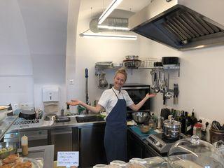 Kochdame Judith Ausserbrunner kocht in ihrem kleinen Reich in der Wiedner Hauptstraße jeden Tag höchstpersönlich für ihre Gäste