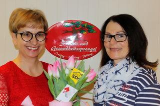 Spendenübergabe: v. li. Sabine Eppacher Firma Dach+Fach, Sabine Haslwanter GF SGS Inzing-Hatting-Polling