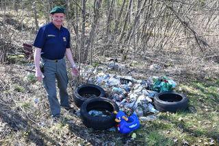 Wilfried Kilzer, Einsatzleiter der Bergwacht Klagenfurt sieht das und weit Schlimmeres täglich – der illegale Müll wird jährlich mehr