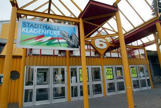 Die Saison ist aus, aber ruhig wird es in der Klagenfurter Eishalle nicht: Gestern erfolgte der Spatenstich für den Umbau des Kabinentraktes zu einem Multifunktions-Trainingszentrum