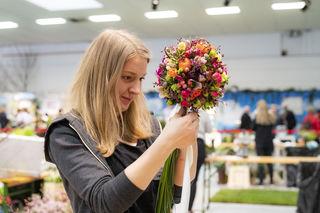 Sandra Berger beim Landeslehrlingswettbewerb der OÖ Floristen.