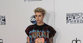 Justin Bieber holt sich einen Kaffee in LA