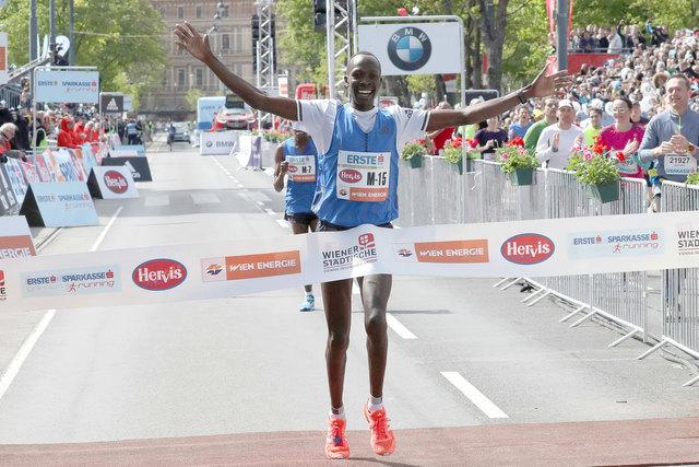 Beim Vienna City Marathon 2017 lief Korir Albert mit 2:08:40 Stunden als erster ins Ziel.